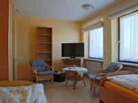 App-1-Zimmer-1-Stühle