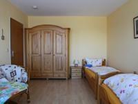 App1-Zimmer-2-Schrank